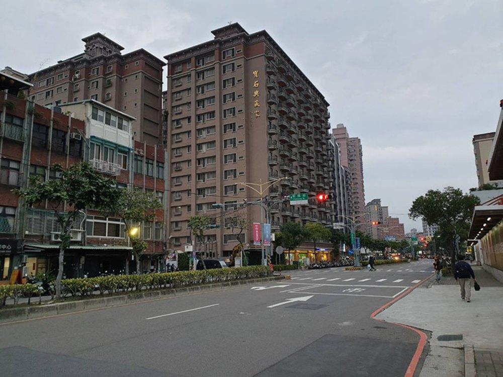 A4528-雙捷運三重站出口收租店面-01