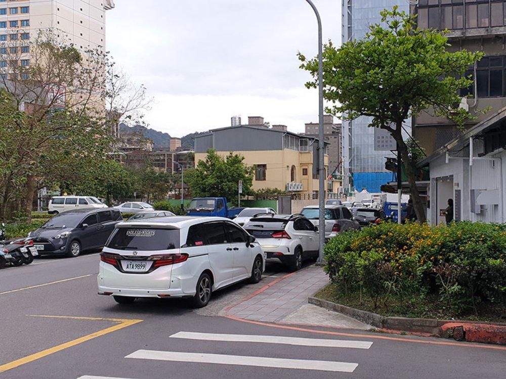 A4664-忠孝東路5段面公園住三角地-05