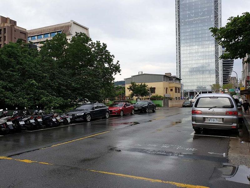 A4701 市府捷運站旁店面_街景照3
